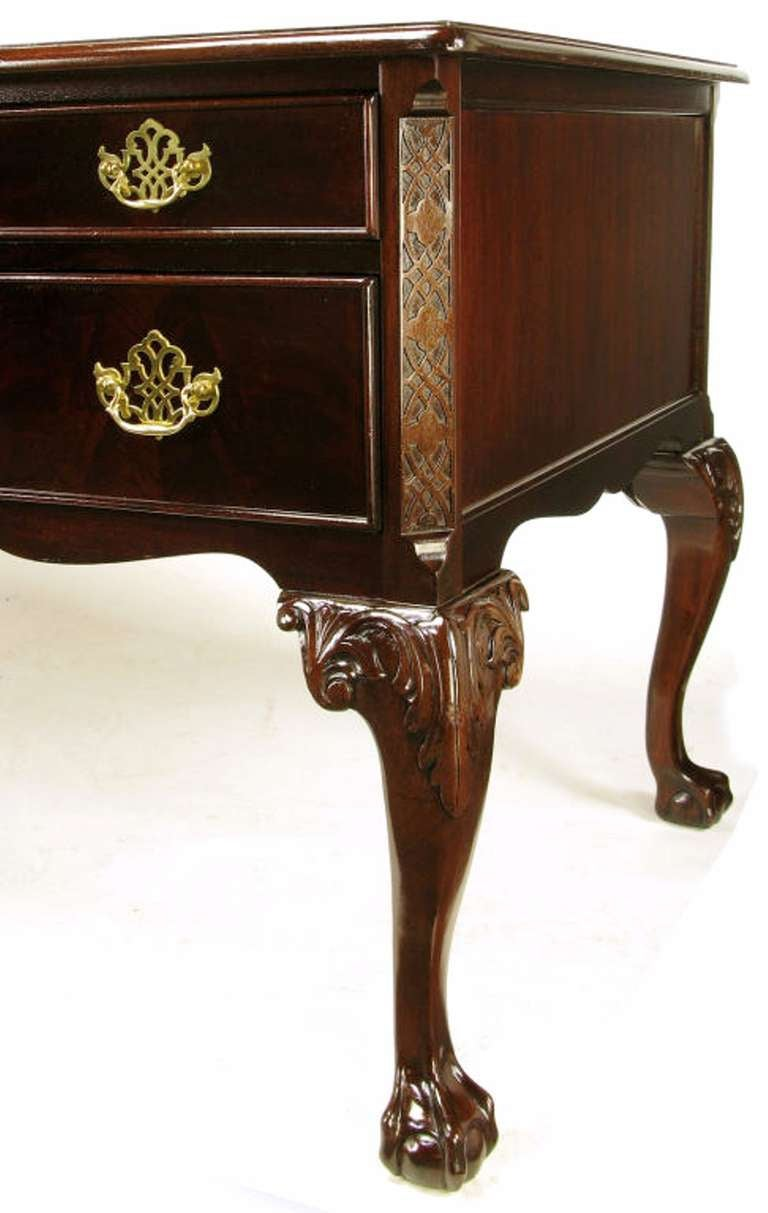 Sligh Flame Mahogany and Tooled Leather Cabriole Leg Desk For Sale 2