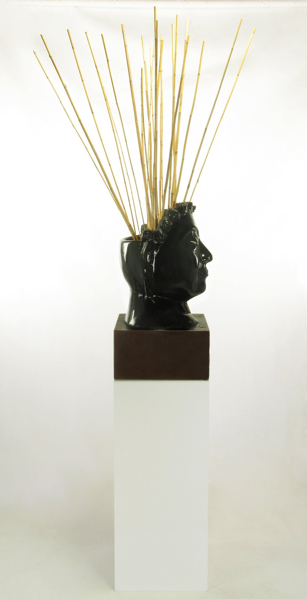 Buddha-Form Mahogany and Black Lacquer Sculpture on White Lucite Pedestal For Sale 1