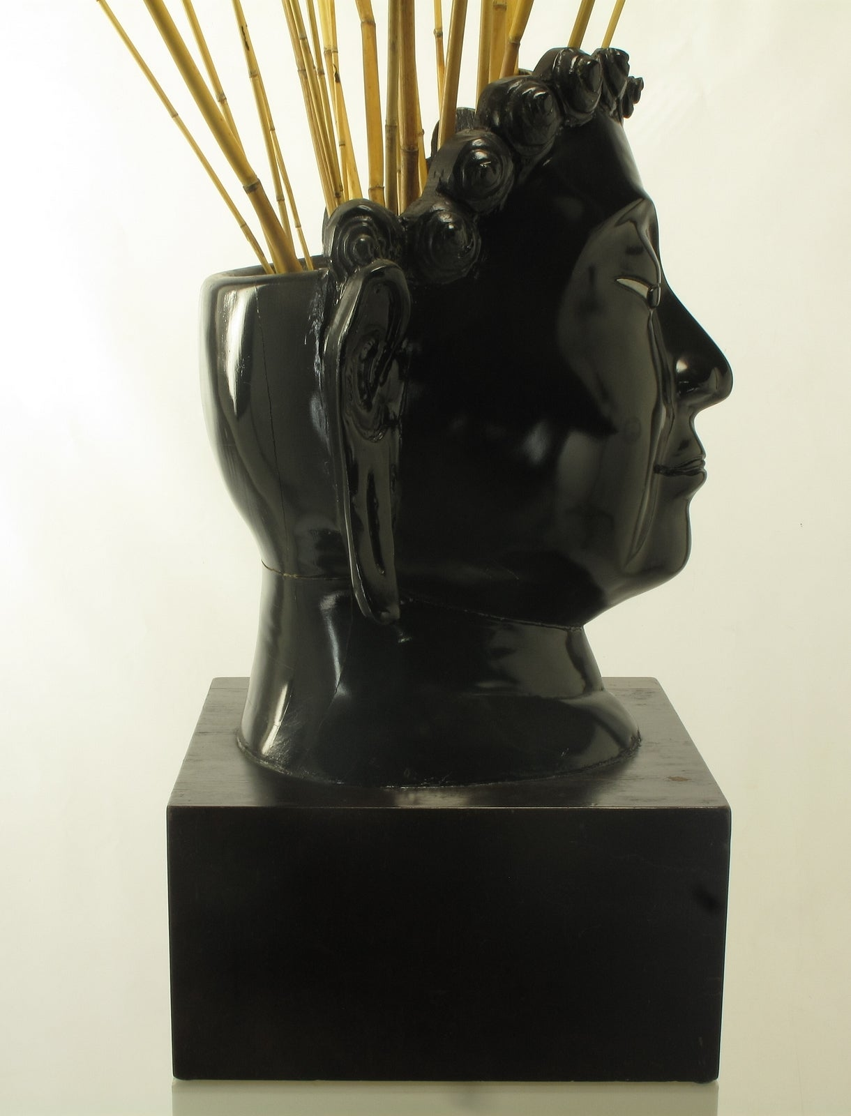 Buddha-Form Mahogany and Black Lacquer Sculpture on White Lucite Pedestal For Sale 5