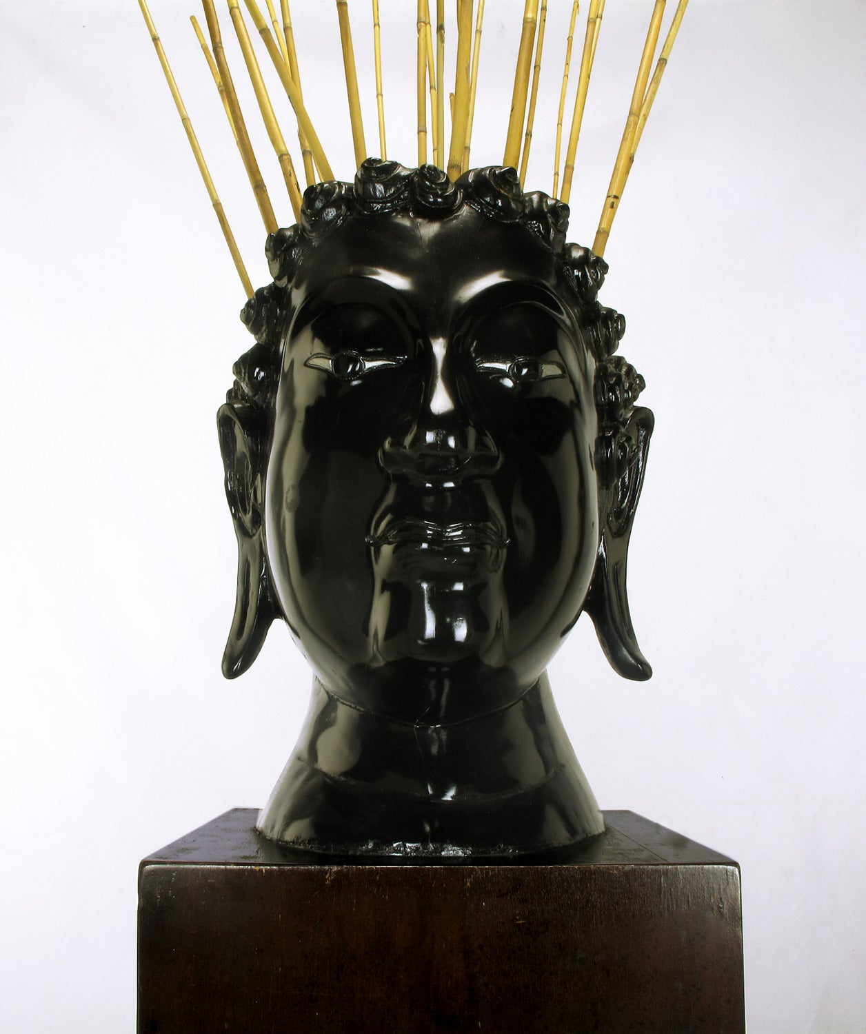 Buddha-Form Mahogany and Black Lacquer Sculpture on White Lucite Pedestal For Sale 3