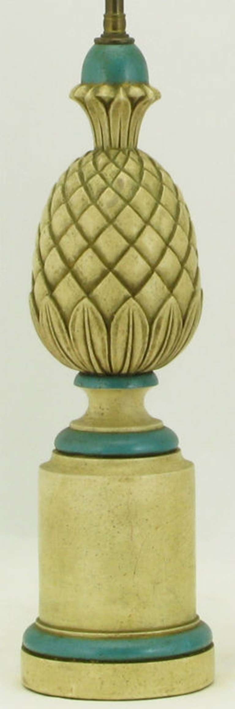 Pair of 1940s Cream and Blue Gesso Pineapple Table Lamps In Excellent Condition For Sale In Chicago, IL