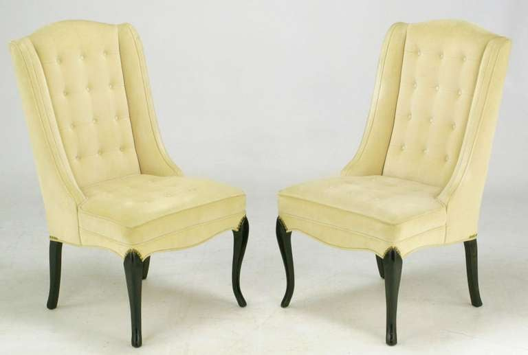 Pair of 1940s Creamy Velvet Button Tufted Slipper Chairs In Good Condition For Sale In Chicago, IL