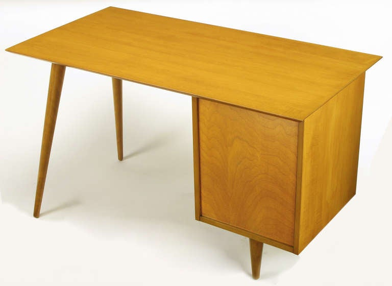 Mid-20th Century Paul McCobb Maple Planner Group Desk For Sale