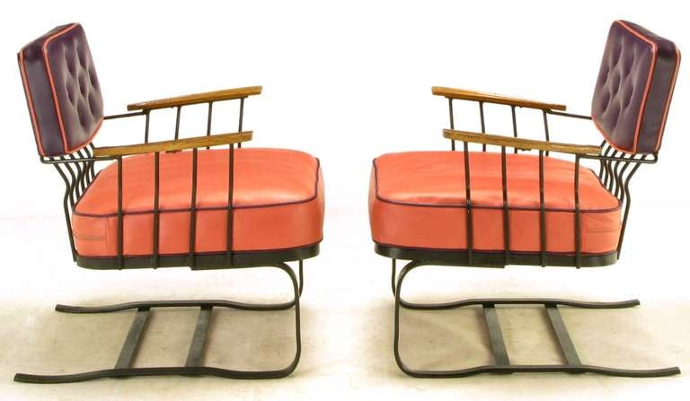 Pair of Woodard Cantilevered Wrought Iron Lounge Chairs In Good Condition For Sale In Chicago, IL