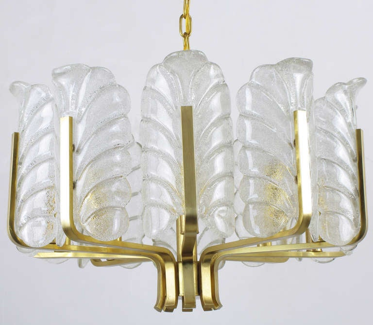 Mid-20th Century Murano Glass Acanthus Leaf and Brass Ten-Arm Chandelier For Sale