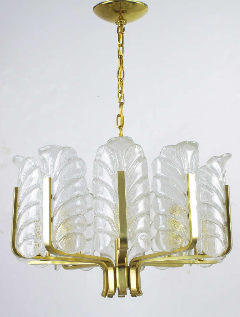 Murano Glass Acanthus Leaf and Brass Ten-Arm Chandelier In Excellent Condition For Sale In Chicago, IL