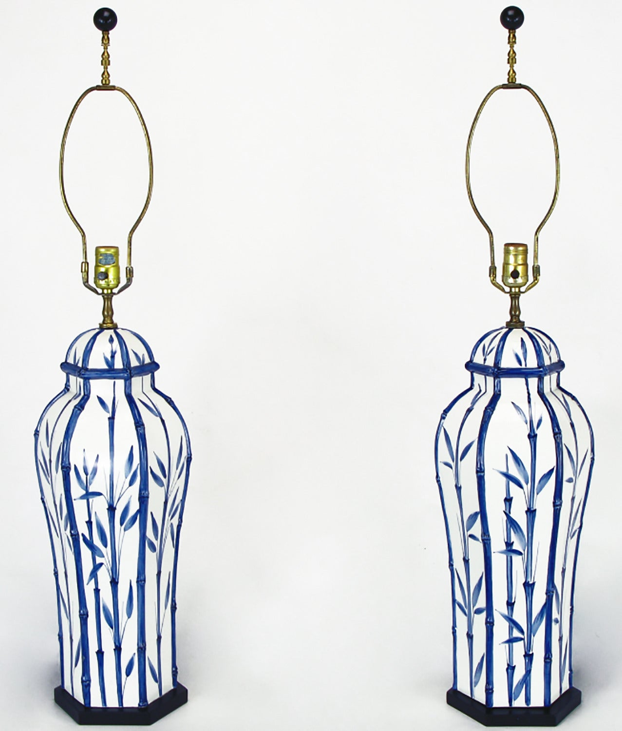 Blue ceramic table lamps - Pair Of Chapman White And Blue Ceramic Ginger Jar Table Lamps 3