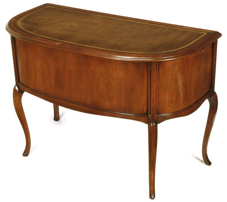 Sligh Walnut Curved Front Desk with Leather Top For Sale 2