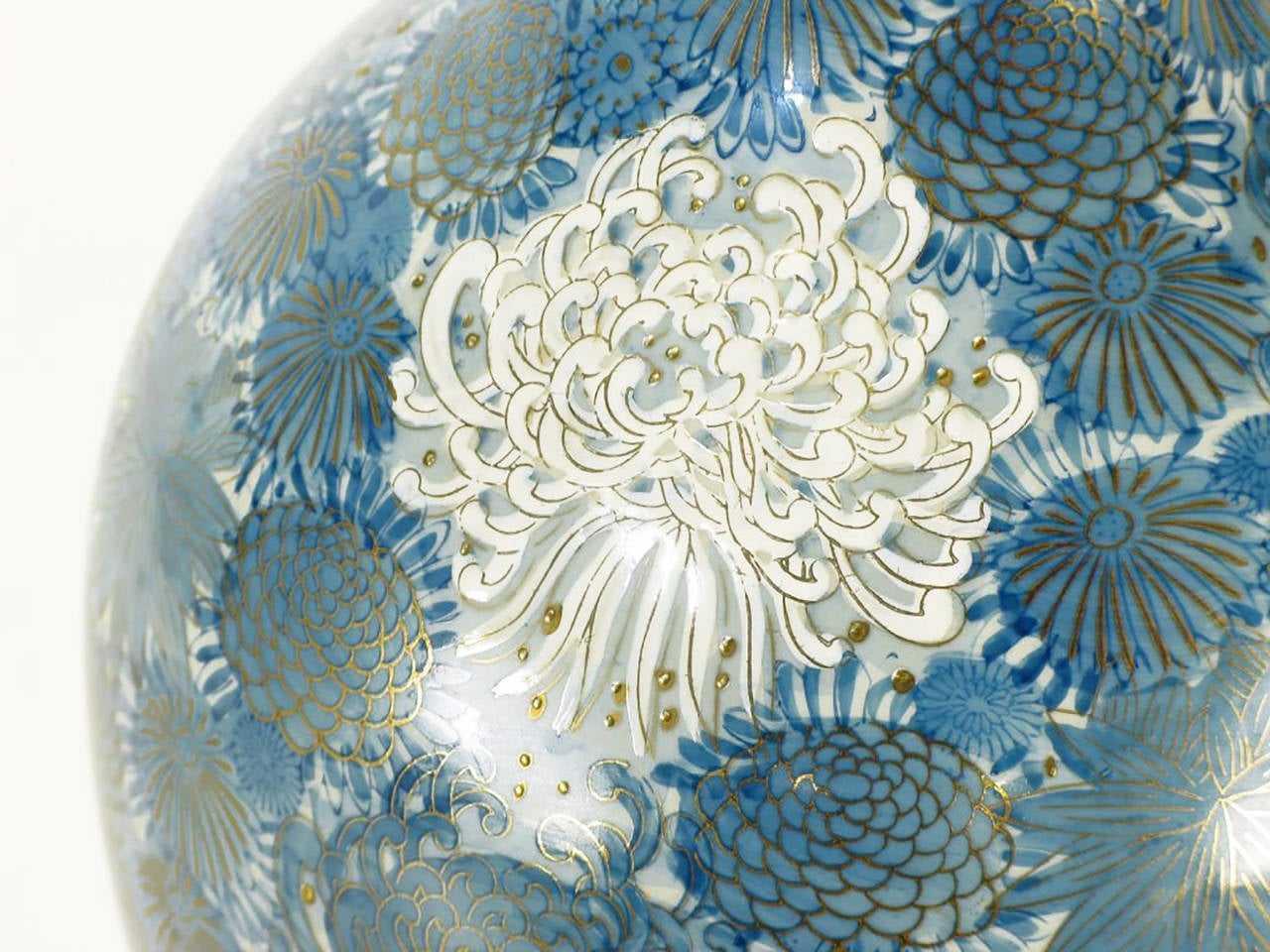 Porcelain Marbro Hand-Painted Blue and White Chrysanthemum Table Lamp For Sale