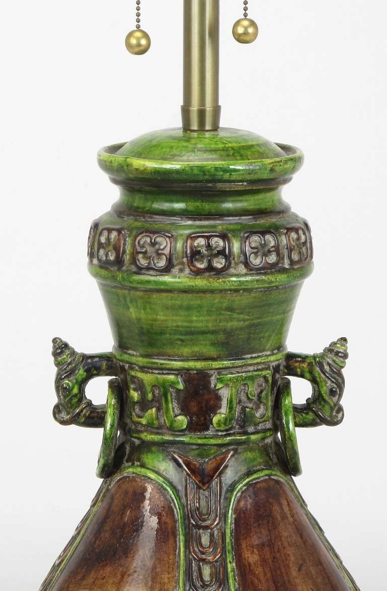 Mid-20th Century Marbro Ceramic Chinese Urn Style Crackle Finish Table Lamp With Dragons For Sale