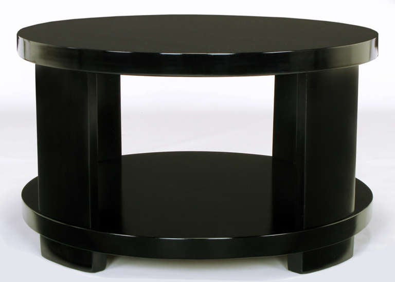 Round Two-Tier Ebonized Wood Coffee Table In Excellent Condition For Sale In Chicago, IL