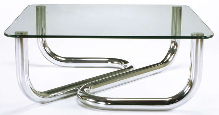 Sinuous Chrome and Glass Coffee Table In Excellent Condition For Sale In Chicago, IL