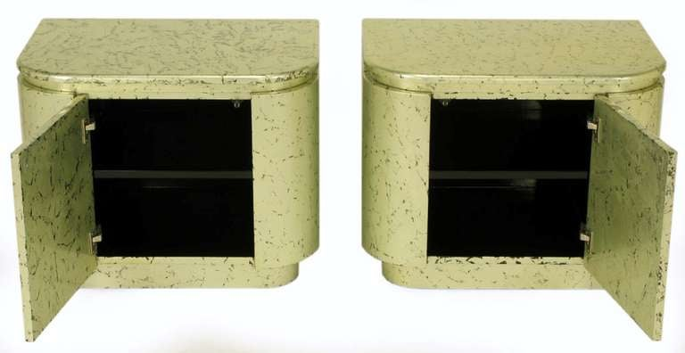 Pair of Champagne Gilt and Flecked Radius Edge Nightstands In Excellent Condition For Sale In Chicago, IL