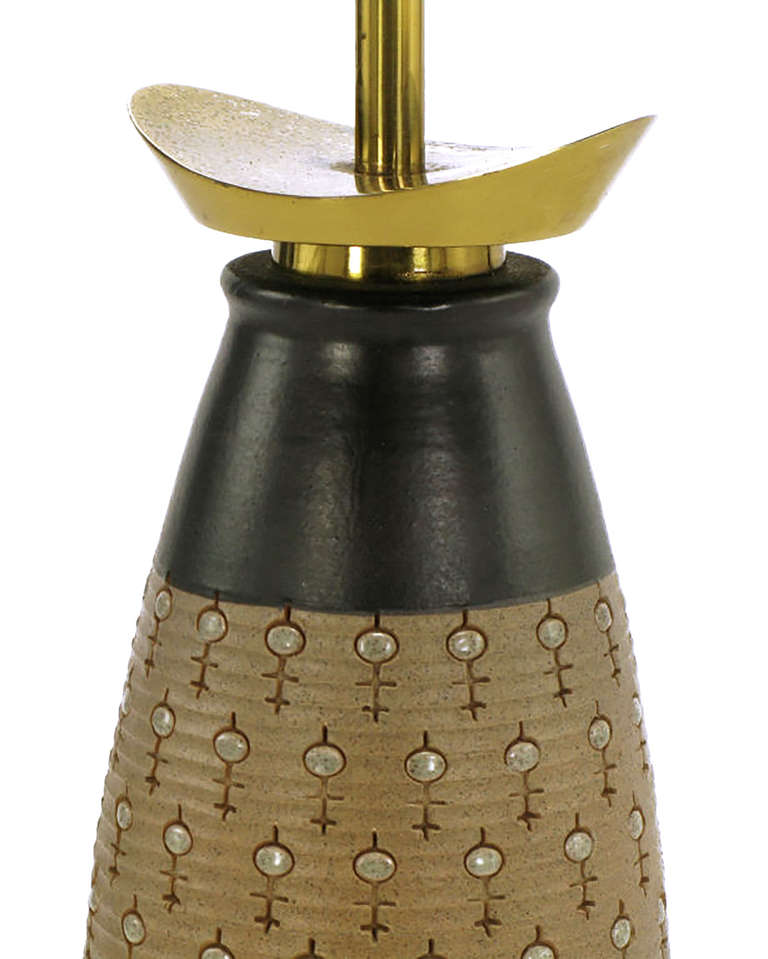 Brass Pair of Stiffel Hand Thrown and Incised Pottery Table Lamps For Sale