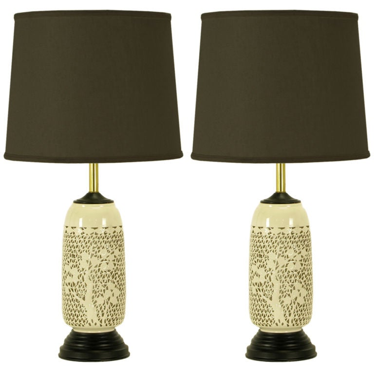 Pair reticulated blanc de chine table lamps at 1stdibs for Table de chine