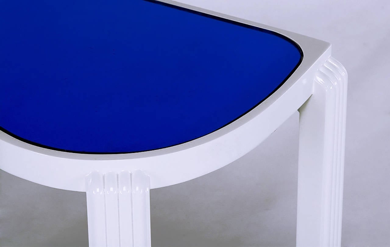 Pair of 1930s Art Deco White Lacquer and Blue Mirror Side Tables For Sale 3