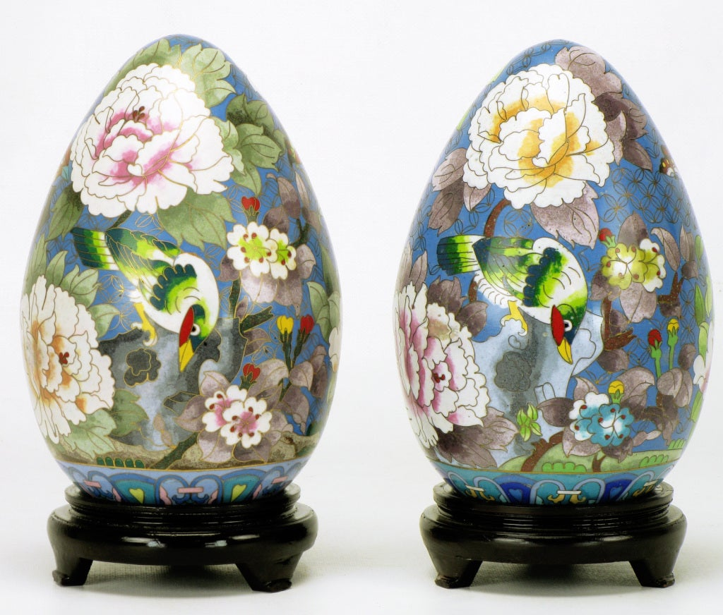 Pair of Colorful Cloisonne Eggs In Excellent Condition For Sale In Chicago, IL