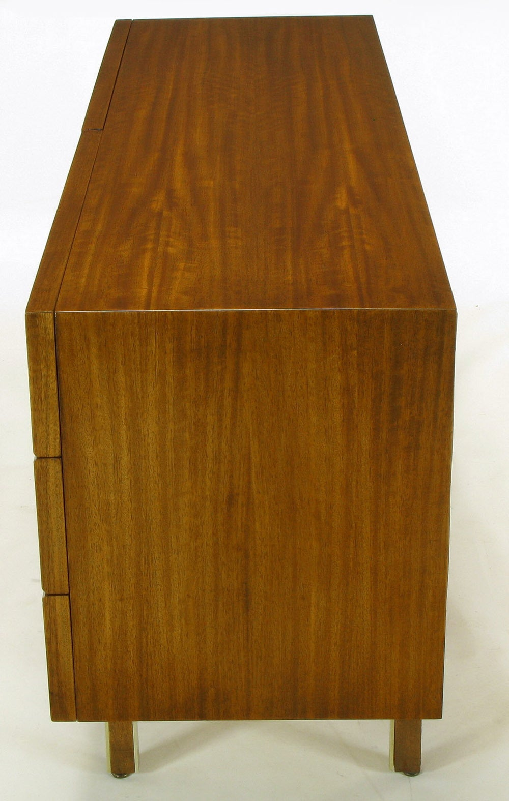 American of Martinsville Mahogany Dresser with Recessed Elliptical Pulls For Sale 1