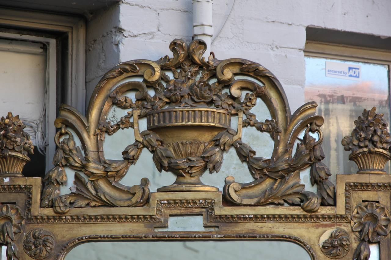 Baroque 19th Century Italian Carved Giltwood Mirror For Sale