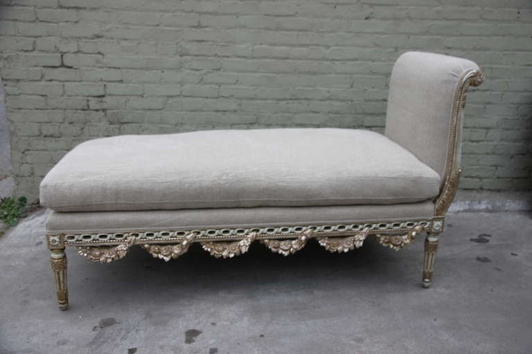 louis xv style carved painted chaise image 7. Black Bedroom Furniture Sets. Home Design Ideas