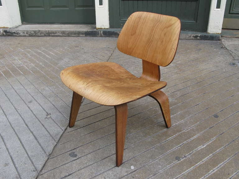 charles eames lcw calico ash original finish chair at 1stdibs. Black Bedroom Furniture Sets. Home Design Ideas