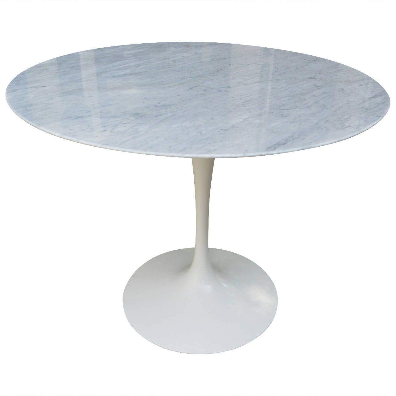 Eero saarinen tulip dining table in marble for Tulip dining table