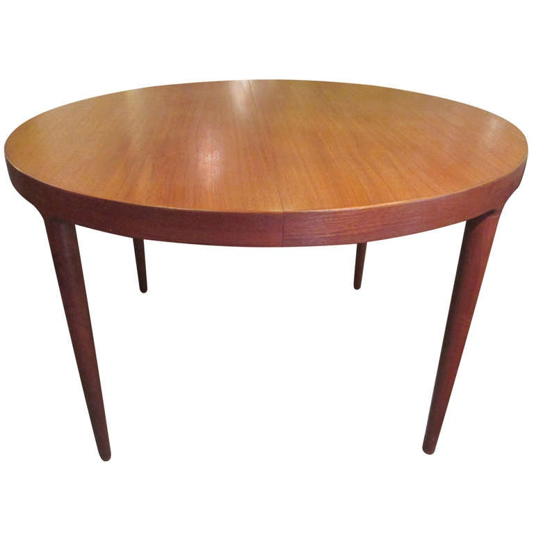 Neils Moeller Teak Round Expandable Dining Table at 1stdibs : 64IMG25581l from www.1stdibs.com size 768 x 768 jpeg 25kB