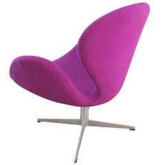 Arne Jacobsen Swan Chair by Fritz Hansen