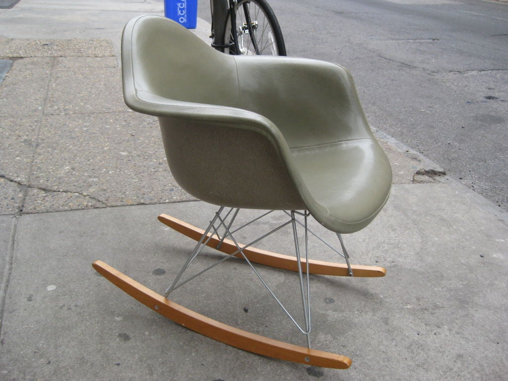 charles eames rocking chair at 1stdibs. Black Bedroom Furniture Sets. Home Design Ideas