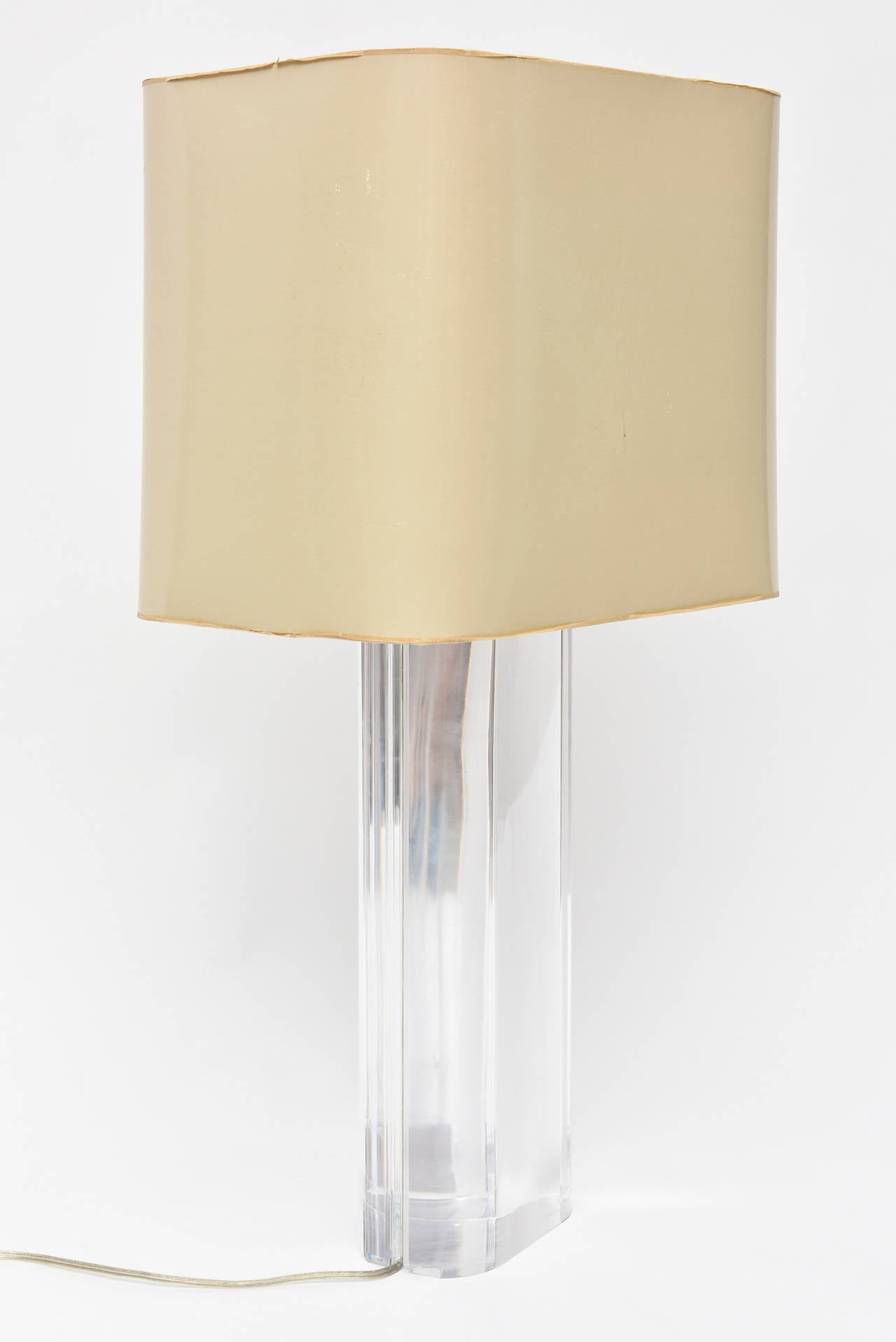 Karl Springer Oval Lucite Table Lamp In Excellent Condition For Sale In West Palm Beach, FL