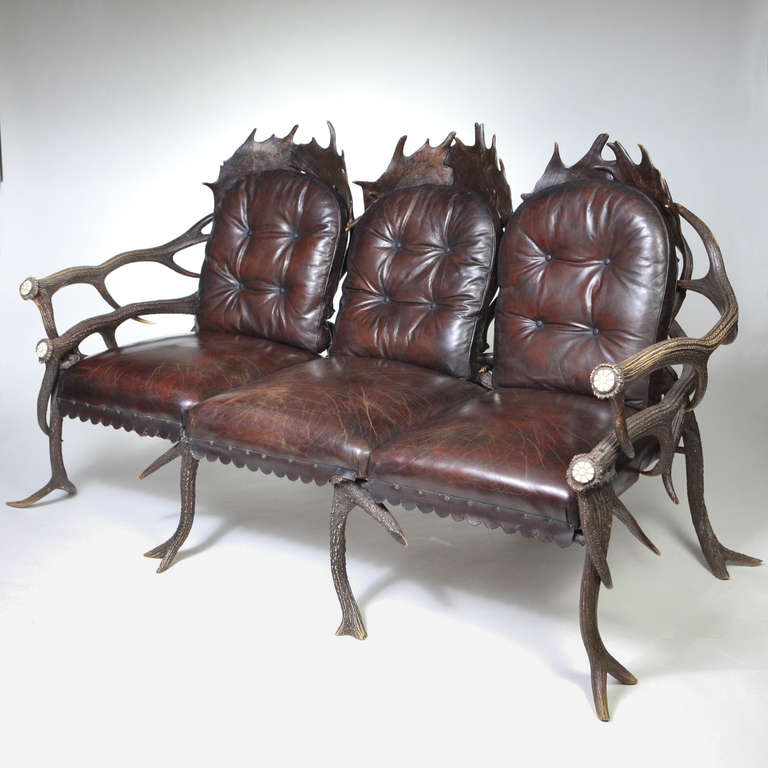 Rare late 19th century Bavarian deer antler settee. A three-section settee with large fallow deer antler-shaped backs and natural red deer antler arms. Expertly crafted with interlocking antlers, the side arms designed with two tiers of long