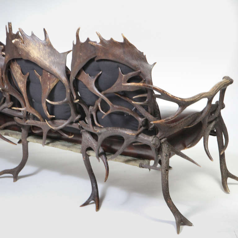 Bavarian Antler Settee In Good Condition For Sale In New York, NY