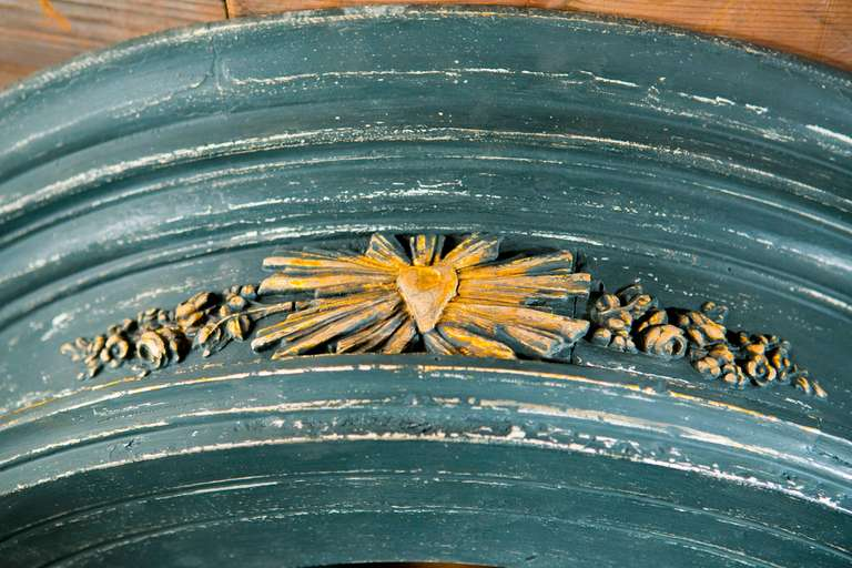 Monumental Hand-Carved and Hand-Painted Round Mirror from France, circa 1850 In Excellent Condition For Sale In Houston, TX