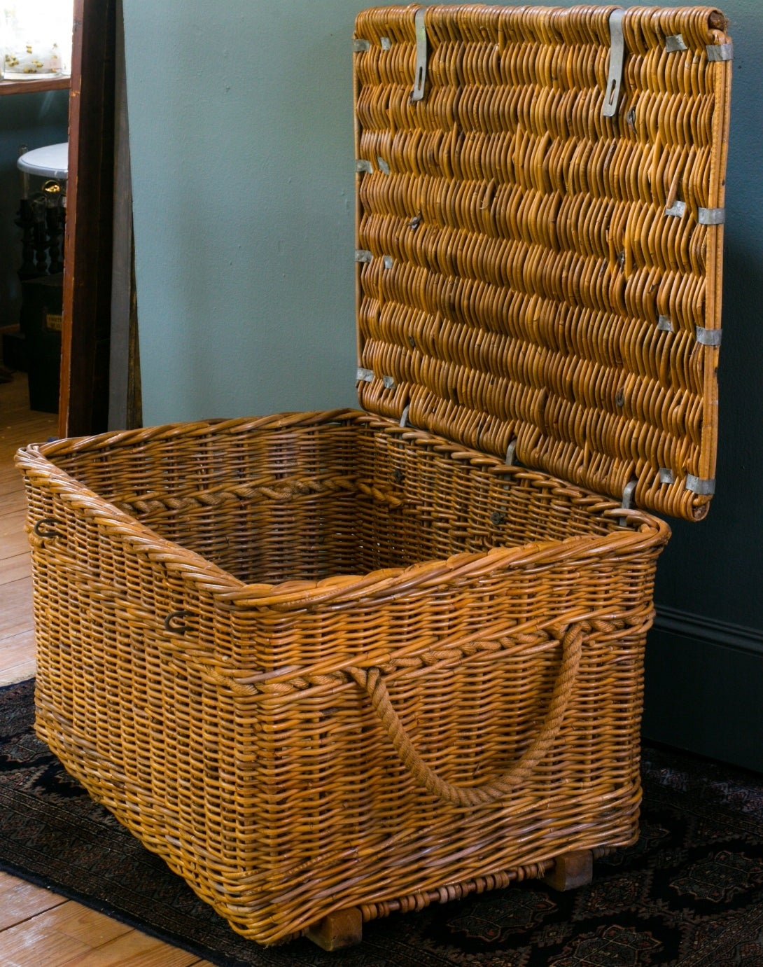 Vintage European Wicker Basket with Lid and Clasp 2