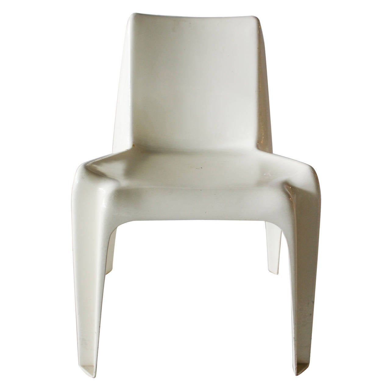 White Molded Fiberglass Chair at 1stdibs
