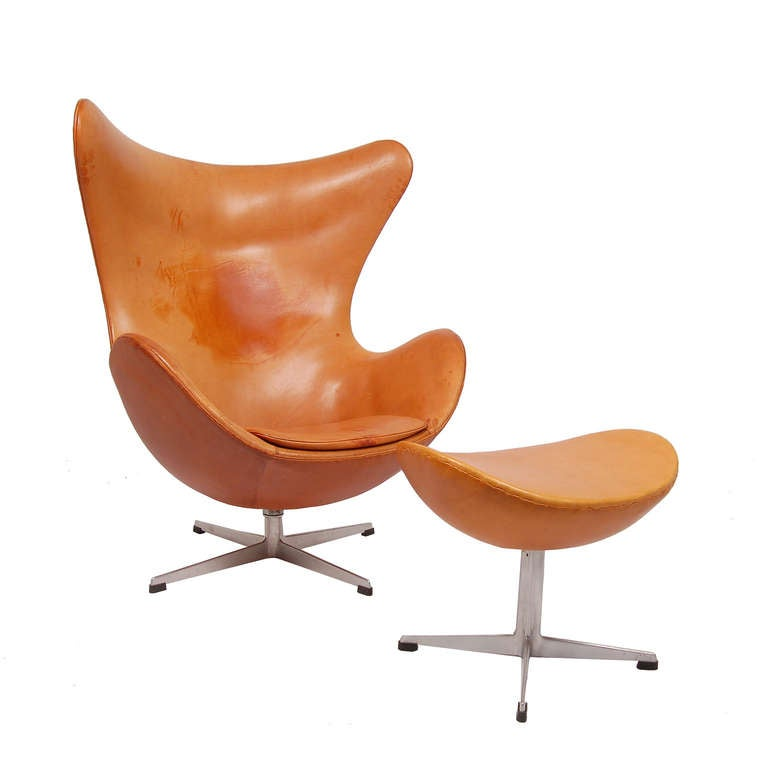 Early and original egg chair and ottoman by arne jacobsen for Egg chair original