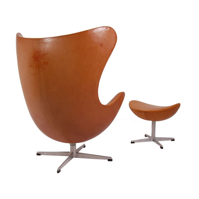 early and original egg chair and ottoman by arne jacobsen at 1stdibs. Black Bedroom Furniture Sets. Home Design Ideas