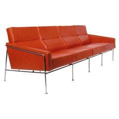 Arne Jacobsen 3304 Sofa