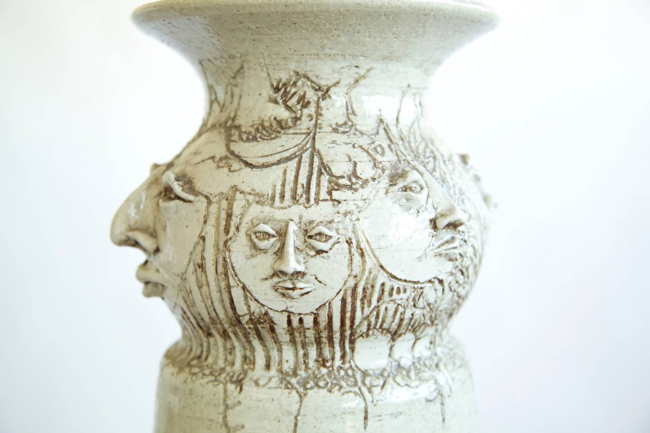 Eight Faces Vase In Excellent Condition For Sale In Chicago, IL