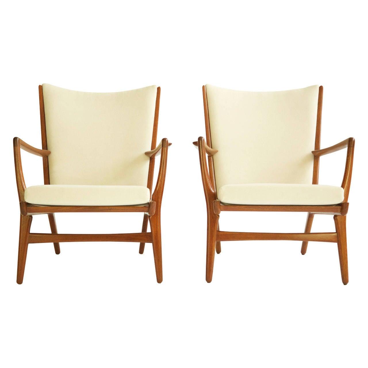 Hans Wegner Pair of Lounge Chairs