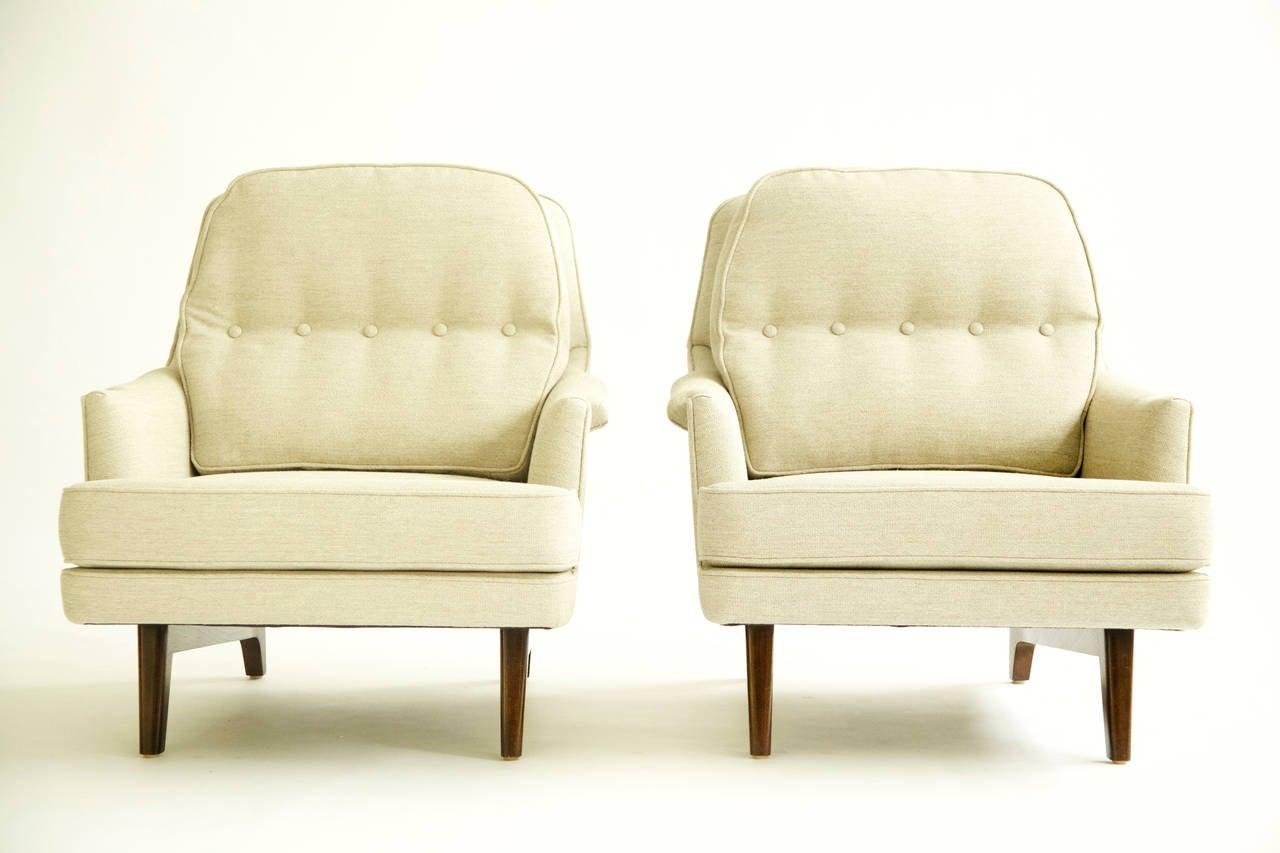 Mid-Century Modern Pair of Roger Sprunger for Dunbar Lounges For Sale