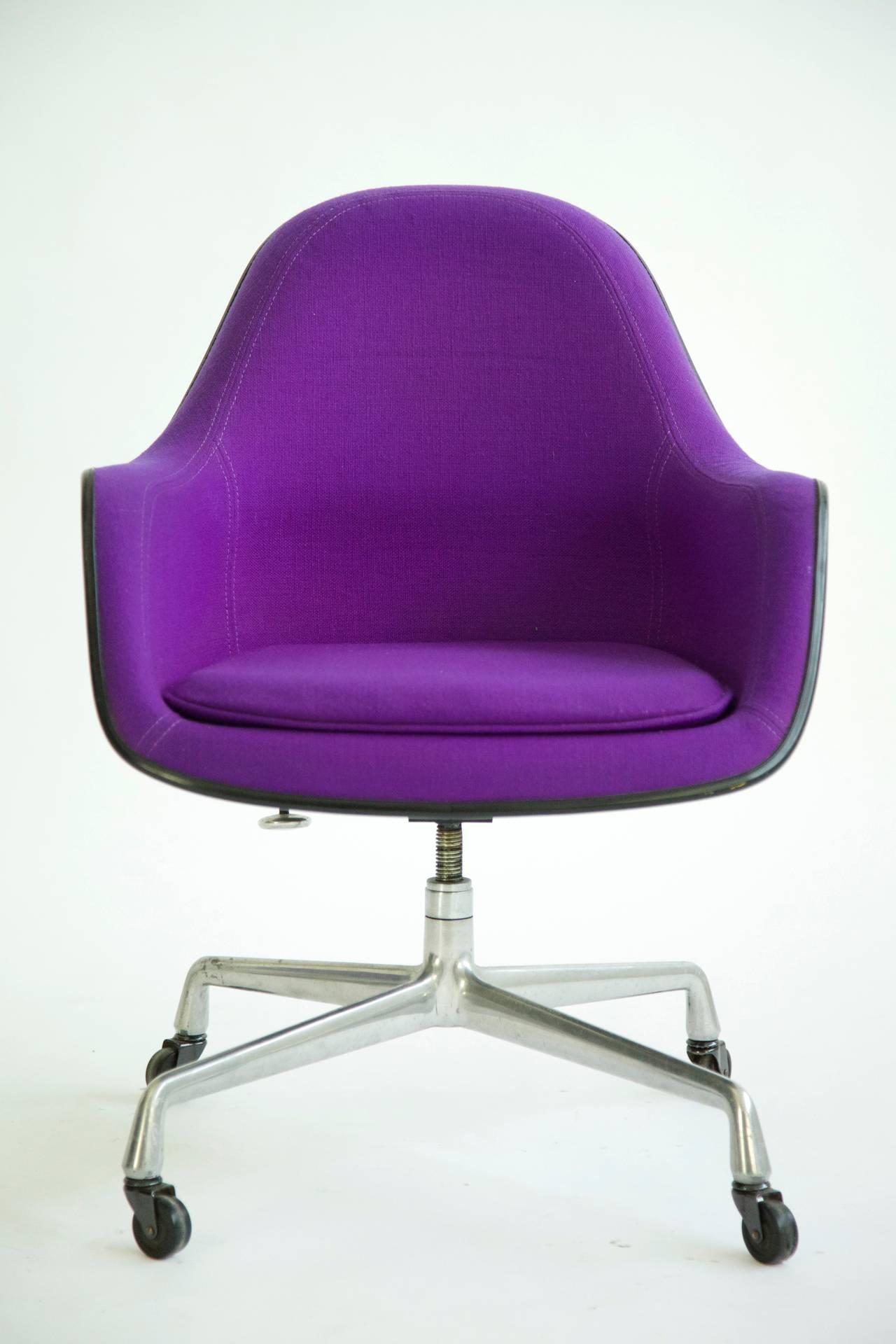 Charles Eames Loose Cushion Armchair At 1stdibs
