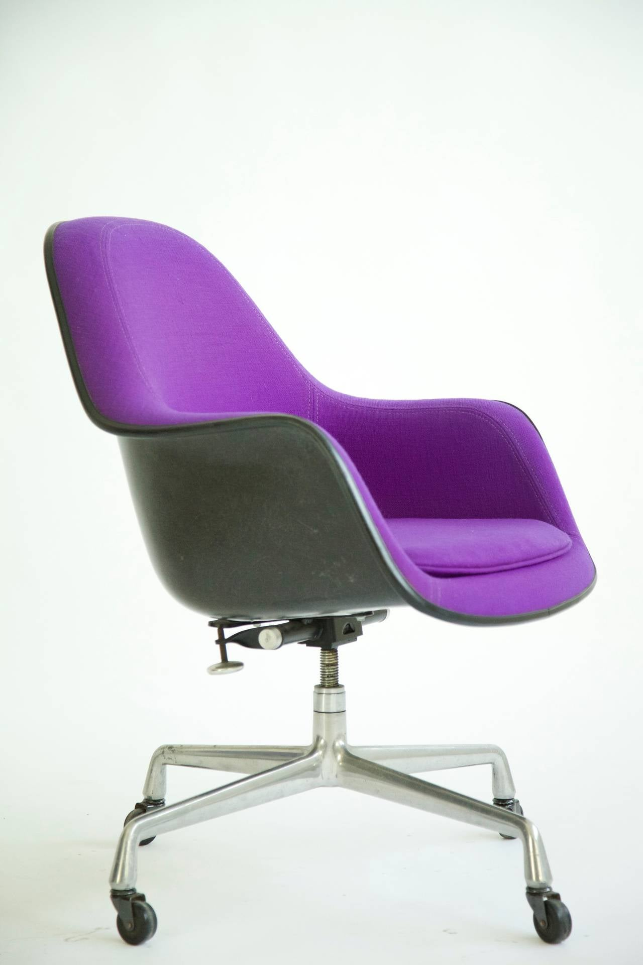Charles eames loose cushion armchair at 1stdibs for Eames coussin
