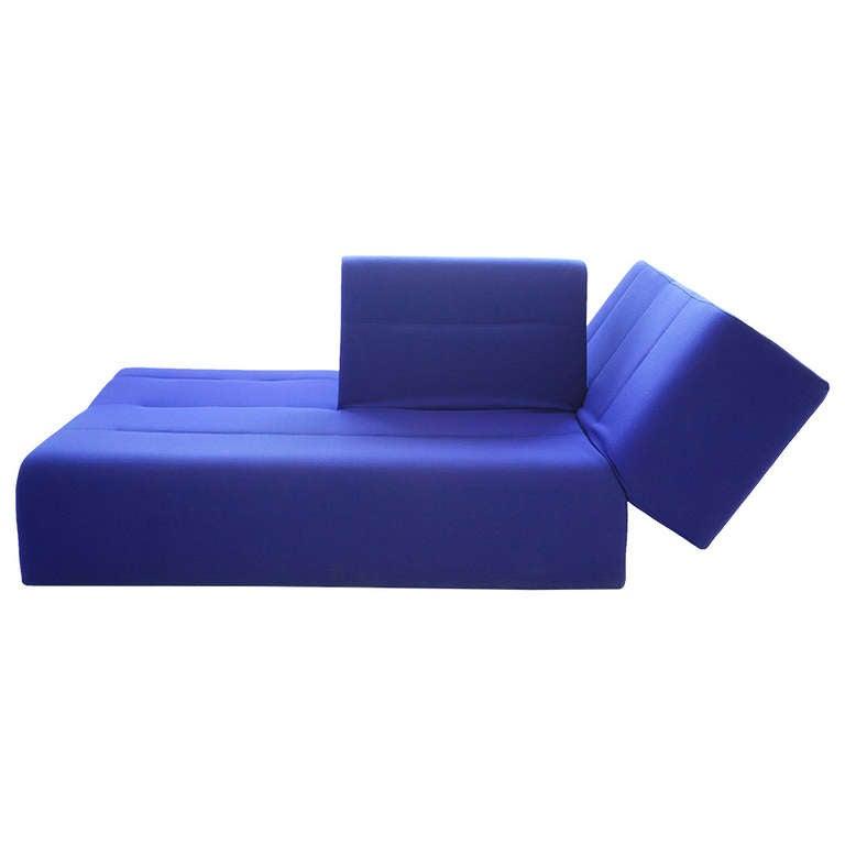993208. Black Bedroom Furniture Sets. Home Design Ideas
