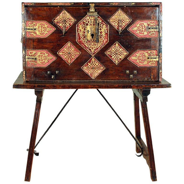 Stunning 16th century spanish walnut baroque period for Spanish baroque furniture