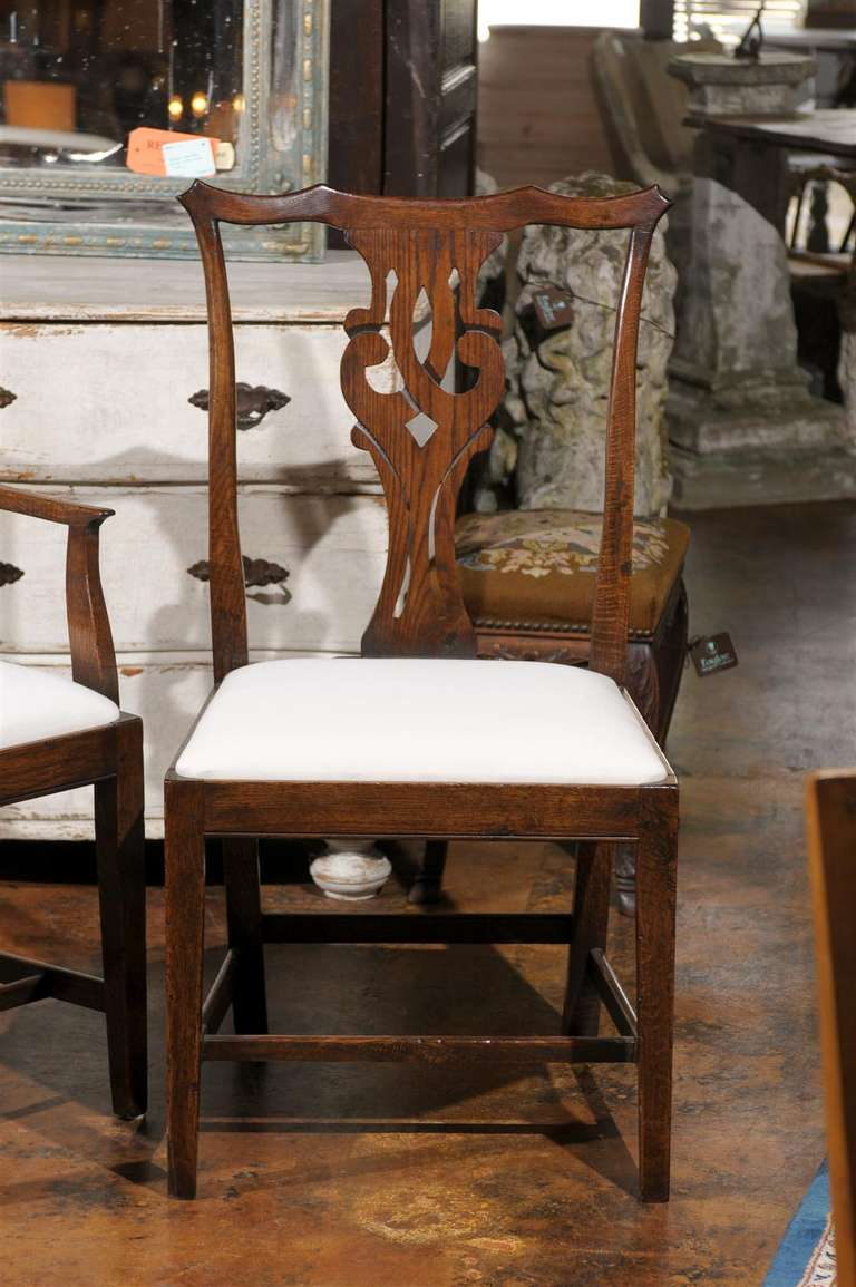 Set of eight english chippendale style oak dining room chairs with pierced splat in excellent condition