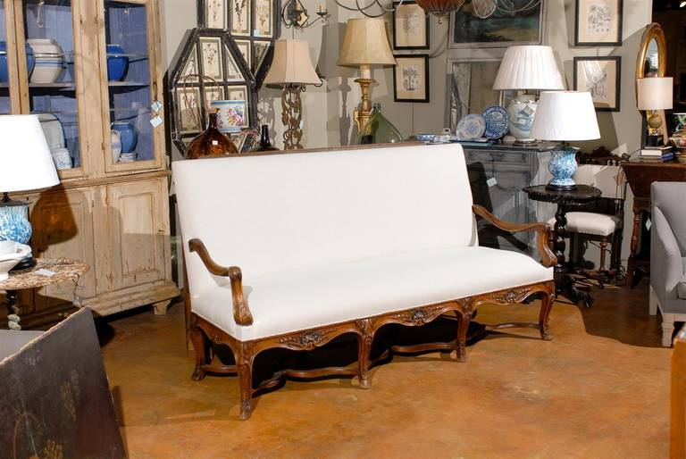 19th Century Louis XV Style French Carved Walnut Canape In Excellent Condition For Sale In Atlanta, GA