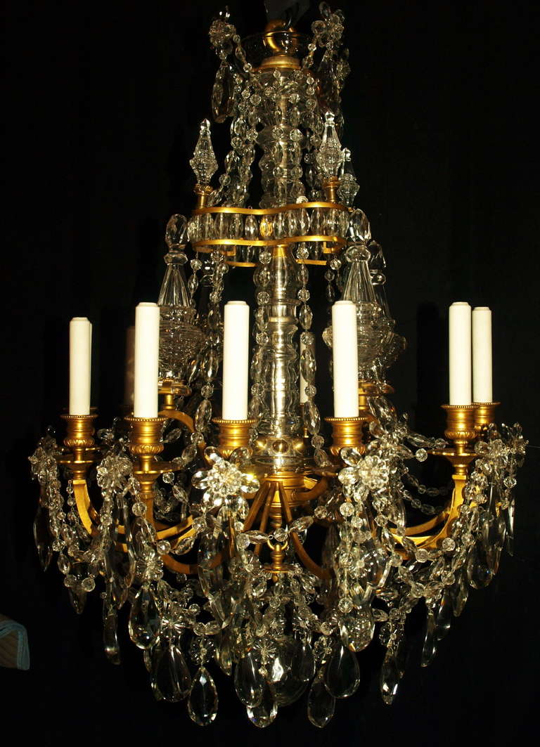 Very fine chandelier of gilt bronze and crystal in the Louis Philippe style, beautiful crystal pyramids, 12 lights