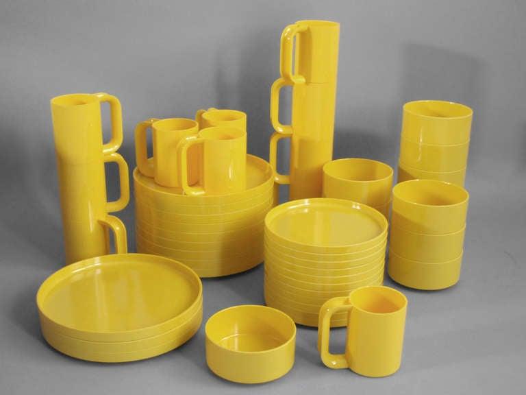 Exceptionnel Large Set Pop Era Yellow Plastic Dish Set By Massimo Vignelli For Heller.  10 Pieces