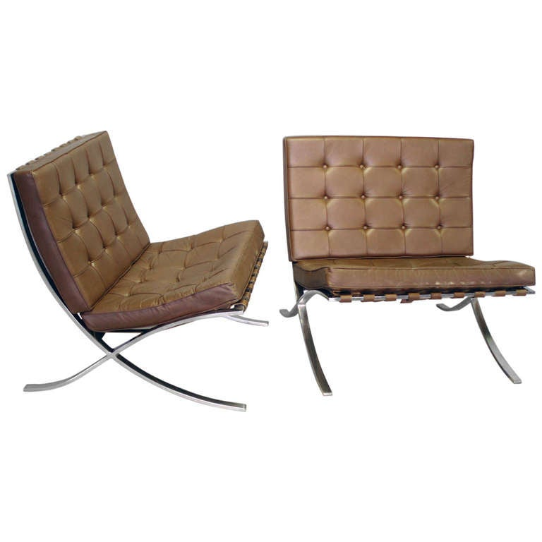 barcelona chairs by mies van der rohe licensed to knoll. Black Bedroom Furniture Sets. Home Design Ideas